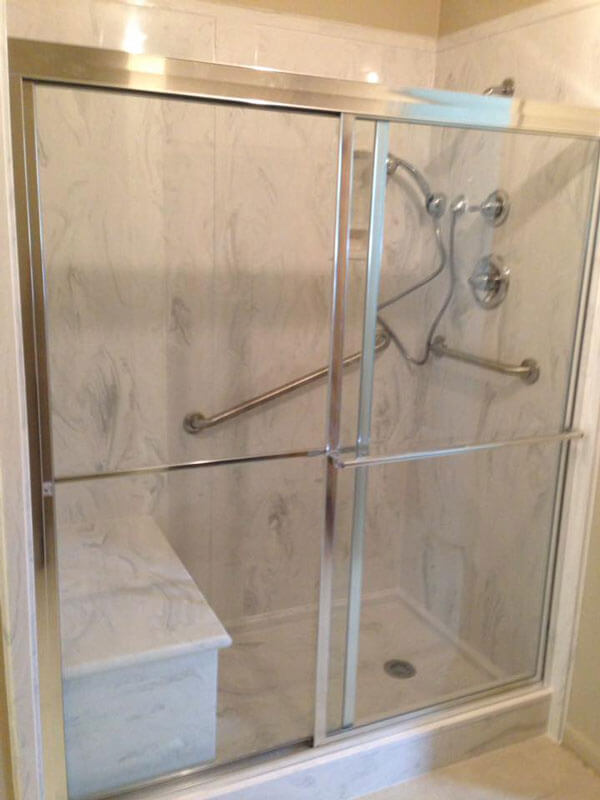 Shower stall optimized for handicap